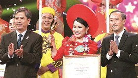Lam Thi Kim Cuong from the Mekong Delta province of Soc Trang wins the 2018 Cai Luong Singing Contest.  (Photo: Sggp)