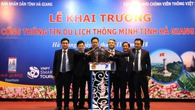 Leaders of Ha Giang and VNPT launch the tourism website and mobile app on November 8 (Photo: VNA)