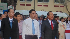 Attending at the ceremony are Permanent Deputy Prime Minister, Truong Hoa Binh (R ); Deputy Minister of Education and Training, Nguyen Van Phuc; and Permanent Vice Chairman of the Ho Chi Minh City People's Committee, Le Thanh Liem. (Photo: Sggp)