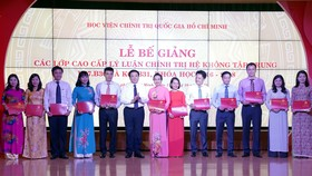 Khen thưởng các học viên đạt thành tích xuất sắc