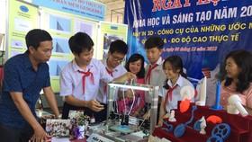 Mô hình máy in 3D siêu nhỏ của học sinh lớp 9 trường THCS Vân Đồn tham gia ngày hội