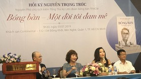 """Buổi ra mắt cuốn hồi ký Nguyễn Trọng Trúc """"Bóng bàn - Một đời tôi đam mê"""" sáng 3-7."""