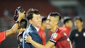 Thầy trò CLB TPHCM liệu có duy trì được vị trí dẫn đầu tại V-League 2019? Ảnh: DŨNG PHƯƠNG