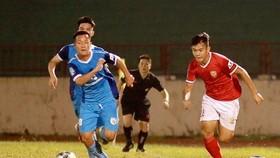 Phố Hiến (phải) đang có ưu thế trong cuộc đua giành vé đi dự play-off. Ảnh: Minh Hoàng