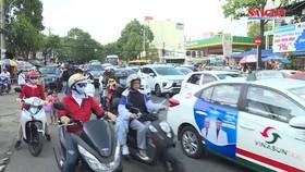 Người dân ùn ùn trở lại TPHCM sau kỳ nghỉ lễ
