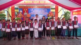 90.000 học sinh Quảng Bình khai giảng muộn sau lũ
