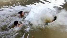 Liên tiếp xảy ra vụ trẻ em chết do đuối nước tại Cà Mau