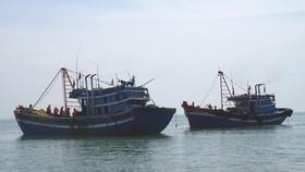 Mâu thuẫn trên biển, 1 ngư dân bị đánh rơi xuống biển mất tích