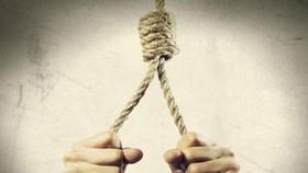 Hiệu trưởng trường tiểu học chết trong tư thế treo cổ