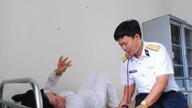 Triển khai chương trình Hải quân Việt Nam làm điểm tựa cho ngư dân vươn khơi, bám biển