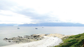 Việc nhận chìm chất thải sẽ có tác động tiêu cực đến môi trường biển, nhất là Khu bảo tồn biển Hòn Cau