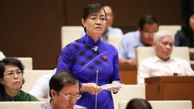 ĐBQH Nguyễn Thị Quyết Tâm phát biểu tại hội trường