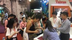 Du khách tìm hiểu các tour du lịch Đài Loan tại TPHCM