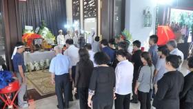 Người dân vào viếng nguyên Thủ tướng Phan Văn Khải. Ảnh: CAO THĂNG