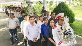Nhiều gia đình trong cả nước đến viếng bác Sáu Khải tại tư gia