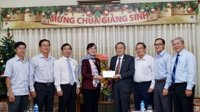 Chủ tịch HĐND TPHCM Nguyễn Thị Quyết Tâm thăm các vị chức sắc tôn giáo nhân lễ Giáng sinh