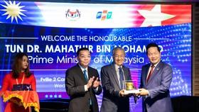 Thủ tướng Malaysia giao lưu về phát triển công nghệ và chuyển đổi số tại FPT