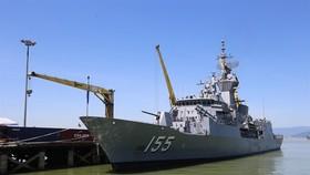 Ship HMAS Ballarat (FFH 155) from the Royal Australian Navy docks at the central city's Tiên Sa Port yesterday, beginning its four-day friendship visit to Danang. VNS Photo Le Lam