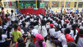 Program brings joyful mid-autumn festival to kids in Ben Tre Province