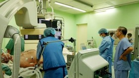 Vietnamese doctors save French with heart attack