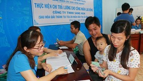 Laborers of Sang Hun Limited Company received their owed wages. Photo by Vietnam News Agency