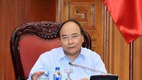 Prime Minister Nguyen Xuan Phuc chairs a meeting to evaluate cooperation with the EU in Hanoi on April 14. (Photo: VNA)