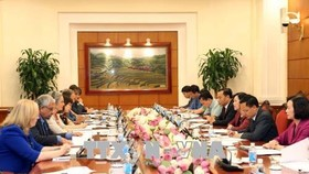 At the meeting between head of the Party Central Committee's Commission for Mass Mobilisation Truong Thi Mai and Informal Ambassadors and heads of Agencies Gender Policy Coordination Group on June 12. (Photo: VNA)