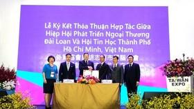Scene at the signing ceremony (Photo: VNA)
