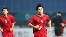 """The goal, described as """"more valuable than gold"""" by many fans and commentators, was scored by Nguyen Cong Phuong, wearing jersey number 9, at the 88th minute. (Source: VNA)"""