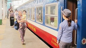 Railway company offers 10 percent discount for teachers, military personnel