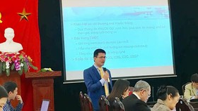 Mr. Nguyen Anh Duong is delivering his presentation in the conference