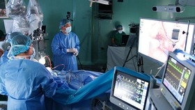 Vietnamese surgeons make hallmark in first robotically assisted brain surgery
