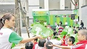 HCMC attempts to cut use of non-biodegradable plastic bags