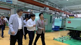 Chairman of the HCMC People's Committee Nguyen Thanh Phong visited Minh Nguyen Industrial Support Joint Stock Co.