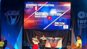 Female weightlifter Nguyen Thi Thu Trang (middle) on the podium. (Photo: anninhthudo.vn)
