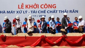 The ceremony to begin the construction of a waste-to-energy plant of the Tasco JSC in Cu Chi district, HCM City, on November 22, 2018 (Photo: VNA)
