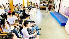 Many startup groups and businesses in the field of clean energy take part in the New Energy Nexus Vietnam. Photo by T.Ba