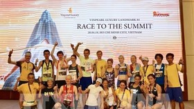 Top winners of the race pose for a group photo (Photo: VNA)