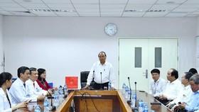 PM visits medical staff at Dong Nai General Hospital