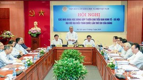 The meeting between Prime Minister Nguyen Xuan Phuc and scientists for national development strategies. Photo by VGP