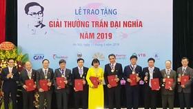 Deputy Prime Minister Vu Duc Dam honored winners of the Tran Dai Nghia Awards 2019