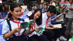 Half of HCMC primary children, junior high schoolers love reading: Survey