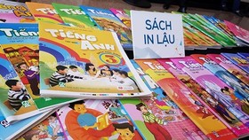 It's hard to know what are legal books and pirated books (Photo: SGGP)