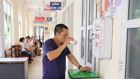 Patients and their family members have started using the WASH-FIT facilities in Ly Nhan district hospital in Ha Nam Province (Photo: WHO)