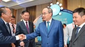 Party Chief Nhan talks to seminar participants (Photo: SGGP)
