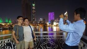 Visitors enjoy Sai Gon River at night (Photo: VNA)