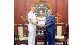 Secretary Nguyen Thien Nhan (R) and Commander of U.S. Indo-Pacific Command (USINDOPACOM) Adm. Phil Davidson