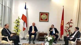Secretary of Ho Chi Minh City Party Committee Nguyen Thien Nhan visits the Vietnamese Embassy in the Netherlands