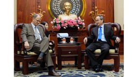 Secretary of the Ho Chi Minh City Party Committee Nguyen Thien Nhan and German Ambassador to Vietnam Christian Berger