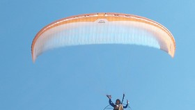 Quang Ngai kicks off Int'l Paragliding Championship for first time